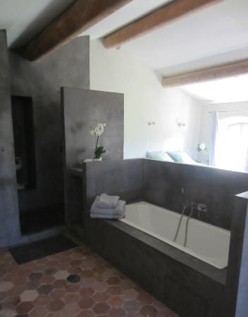Une Bastide en Provence : particolare del bagno in suite