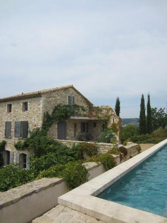 Une Bastide en Provence : veduta della maison dalla piscina