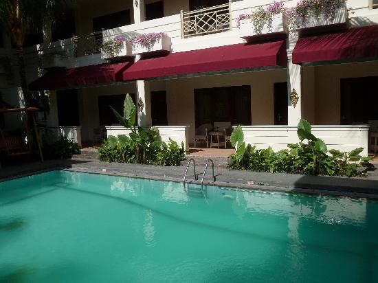 Hotel Indah Palace : les chambres vues du restaurant
