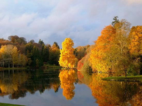 Stourhead House and Garden: Autumn colours reflected in the lake