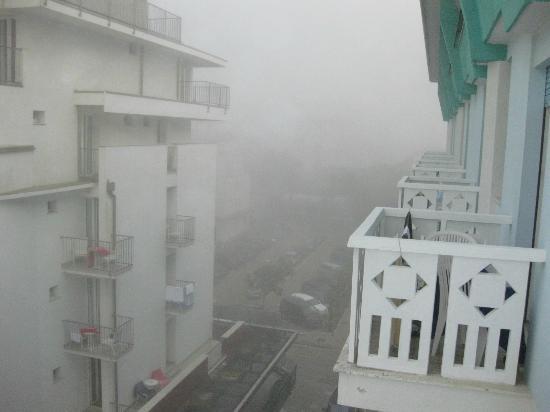 Hotel Capitol: утро оказалось туманным-но ненадолго