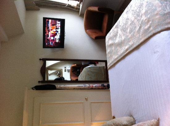 Ye Olde Bell Hotel & Restaurant: Tele