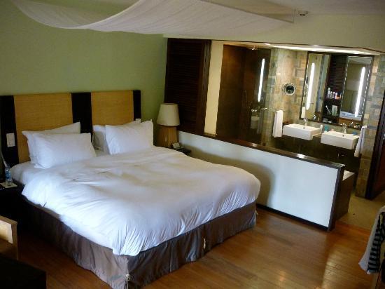 Sofitel Mauritius L'Imperial Resort & Spa: в номер могут заползти безобидные ящерецы