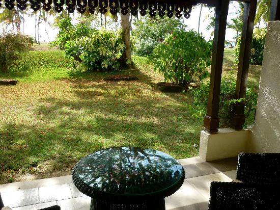Sofitel Mauritius L'Imperial Resort & Spa: с террасы номера можно пройти на территорию отеля