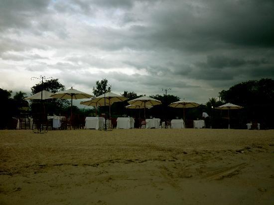 Sofitel Mauritius L'Imperial Resort & Spa: ужин на пляже - есть такая опция