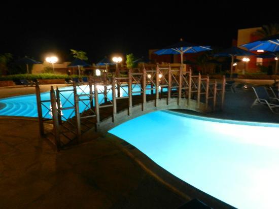 Aurora Bay Resort: Pool