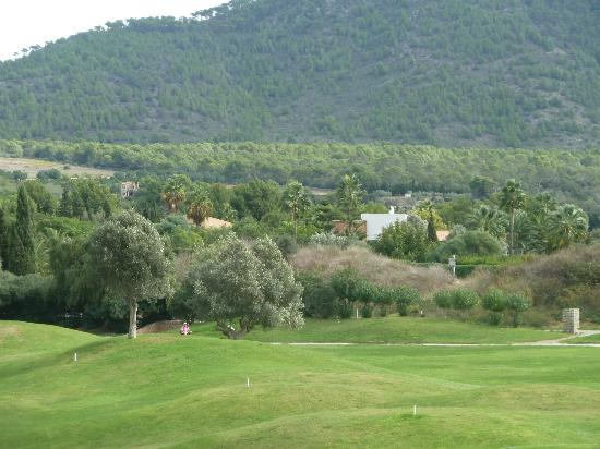 SENTIDO Pula Suites Hotel Golf & Spa: View across golf course to Mountains