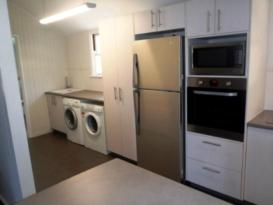 Boomerang Beach House: Dryer,washer,oven, microwave,dishwasher, fully equipped kitchen