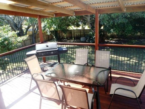 Boomerang Beach House: Rear deck with BBQ
