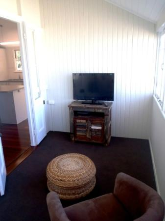 Boomerang Beach House: sleep out with 2 single beds, LCD, Wii gaming console