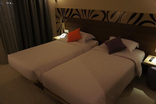 Ibis Styles Bali Benoa: twin bed