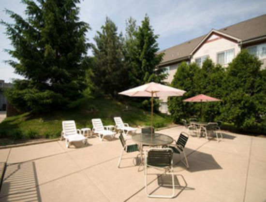 The Lotus Suites : Outdoor Patio