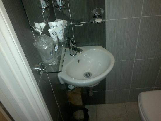 Best Western London Ilford Hotel: Lavandino - bagno