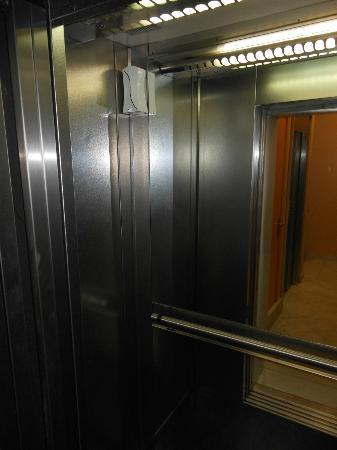 Best Western Hotel Mediterraneo: Elevator