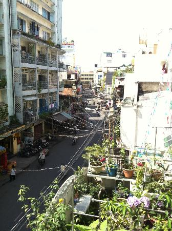 Meraki Hotel: Day street view from Deluxe room