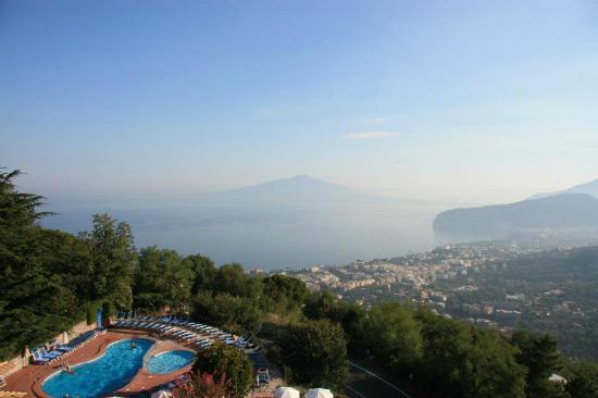 Grand Hotel Hermitage & Villa Romita: Vesuvio dalla nostra stanza!