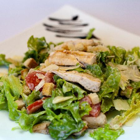 Lithos Bar & Grill: Chicken Ceasar Salad
