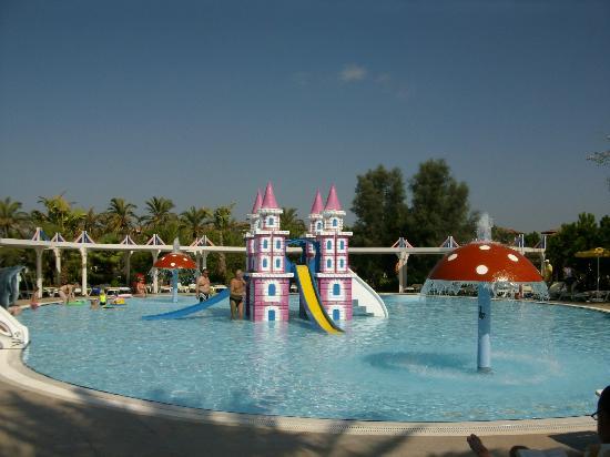 La piscine des petits picture of club calimera serra for Club piscine repentigny noel