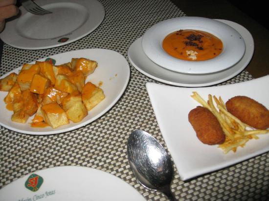 Restaurante Cinco Jotas Comtal: crocchette e patatas bravas