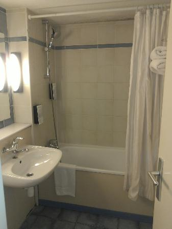 Campanile Chelles: Bathroom