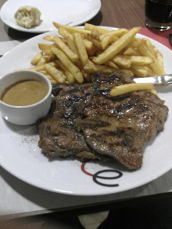 Campanile Chelles : Good steak and chips!