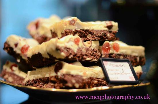 Loopy Lorna's Tea House : Scrummy yummy cakes! xxx