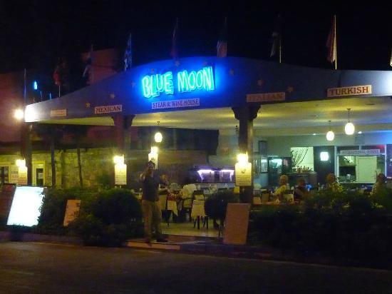 Blue Moon Bitez: Restaurant - outside