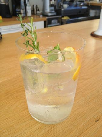 Kamaroti Suites Hotel: Best Gin and Tonic ever