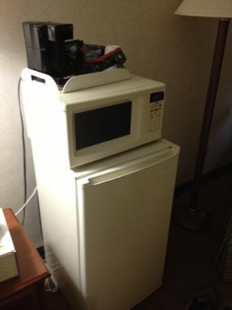 Days Inn Ridgefield: fridge, microwave and coffee maker