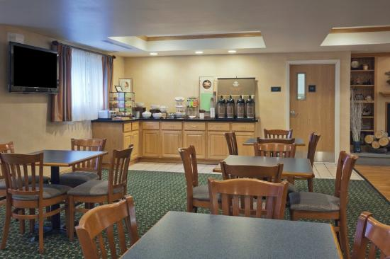 Cooperstown Inn & Suites at the Ballpark : CountryInn&Suites Milford BreakfastRoom