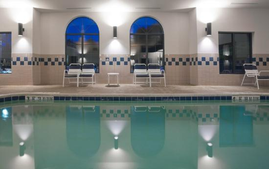 Cooperstown Inn & Suites at the Ballpark: CountryInn&Suites Milford Pool