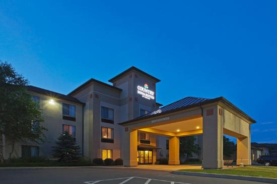 Comfort Inn & Suites at the Ballpark: CountryInn&Suites Milford ExteriorNight