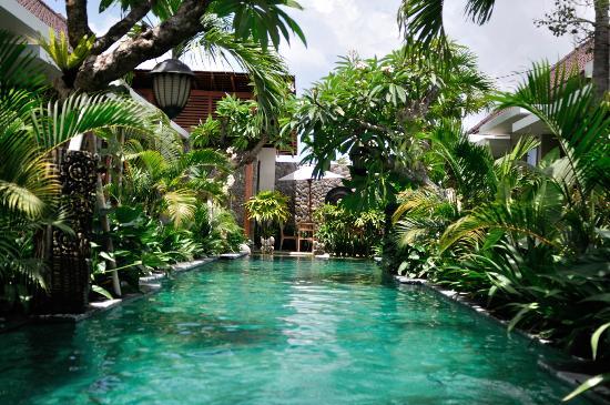 Uma Karan: Pool