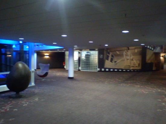 pentahotel Berlin-Koepenick: Vorhalle auf der Zimmeretage. Blick aus dem Aufzug