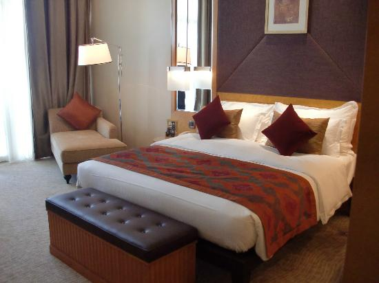 Al Raha Beach Hotel: Kingsize bed