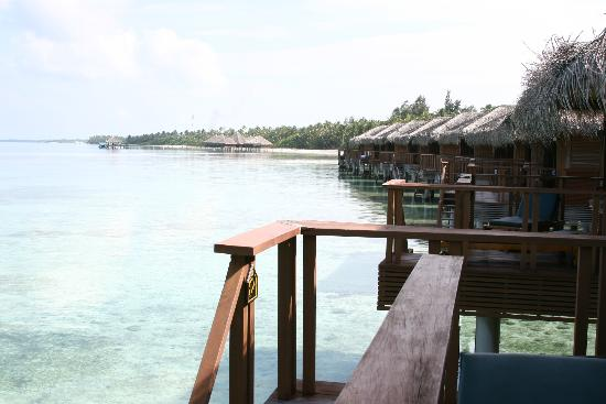 Medhufushi Island Resort: View from Water Villa to the island