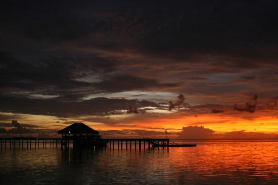 Medhufushi Island Resort: Sunset side