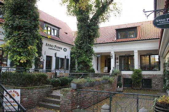 Hotel Brenner'scher Hof: Innenhof mit Restaurants