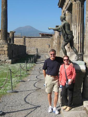 Tours Pompei: Sasha picked this spot in Pompeii for a photo of us