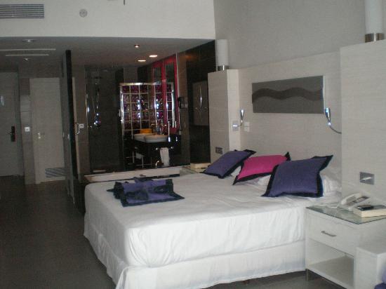 Hotel Riu Palace Punta Cana: Habitacióm amplia y limpia