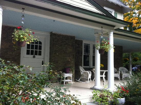 Wayne Bed & Breakfast Inn: The front porch