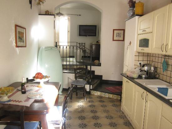 B&B Fiumillo: Keuken vanaf het balkon