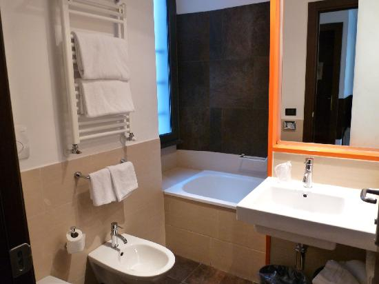 Hotel Re di Roma: Badezimmer
