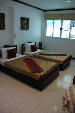 Top Garden Boutique Guesthouse: Our twin beds in our large deluxe twin room