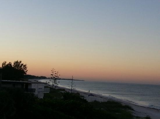 Mainsail Beach Inn: View at sunrise.....