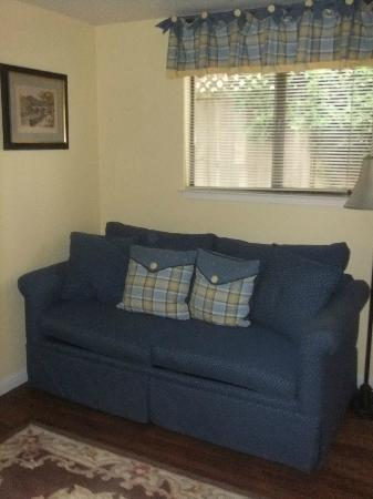 Edgemere Cottages: Living Area