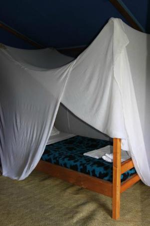 Eco-Omo Lodge: Lit avec moustiquaire