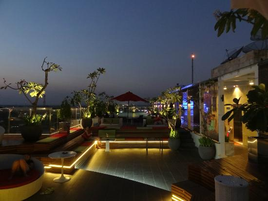 Ibis Styles Yogyakarta: The pool and rooftop bar area