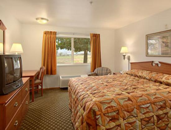 Super 8 Cloverdale: Standard King Bed Room