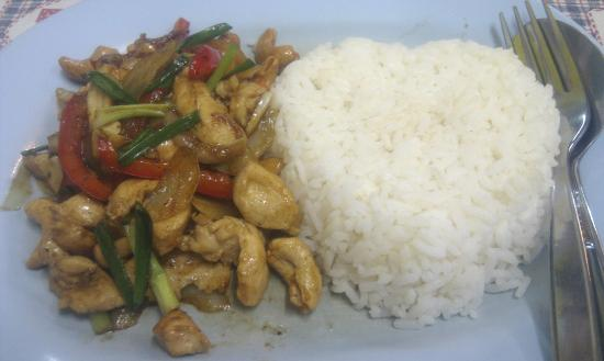 Top Garden Boutique Guesthouse: Chit Chai Restaurant (recommended by Thunya). Chicken & Cashew Nuts with rice.